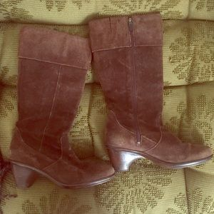 Barely worn dansco leather boots